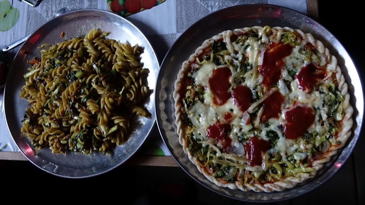 Макароны и пицца в гостевом доме в Лангтанге.