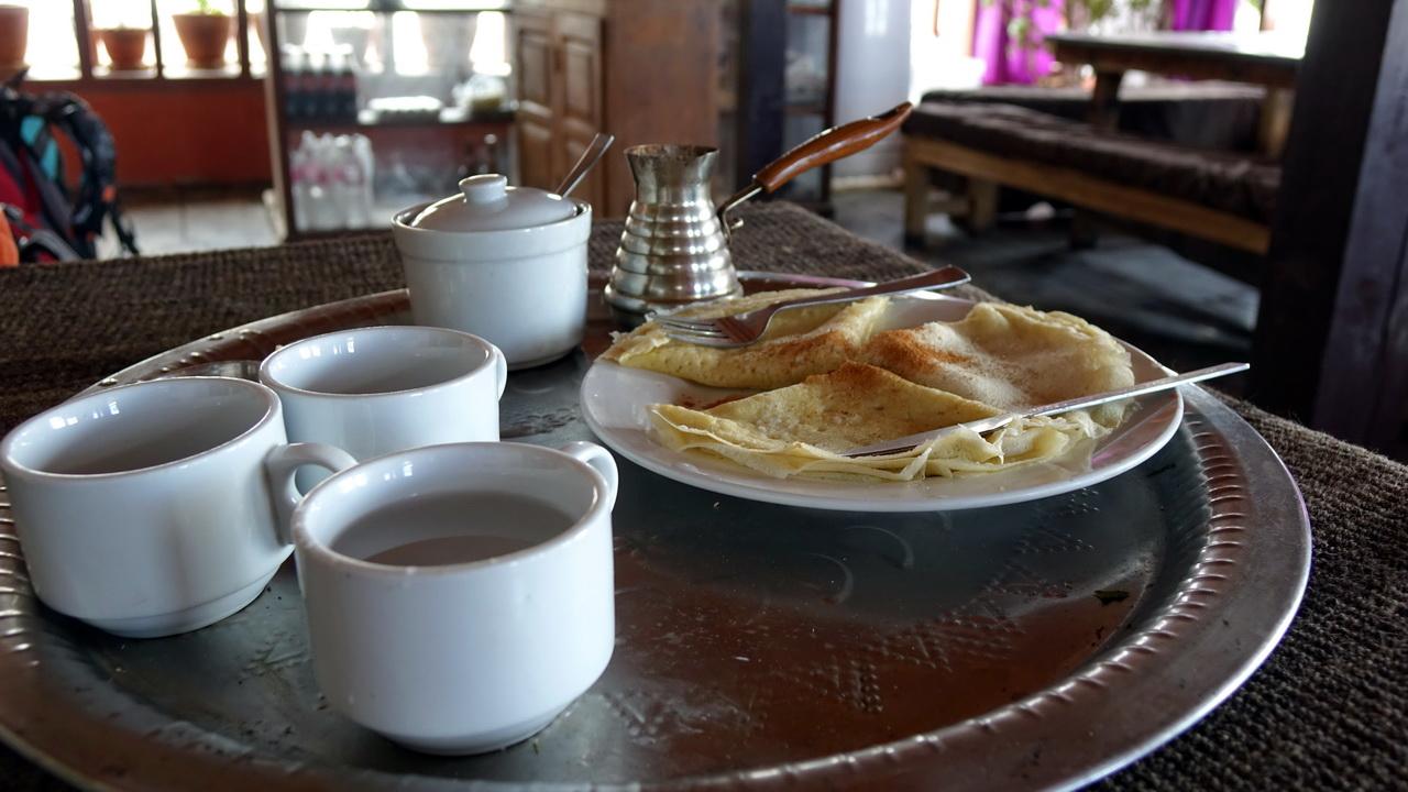 Домашние блинчики и крепкий чай в Муктинатхе.